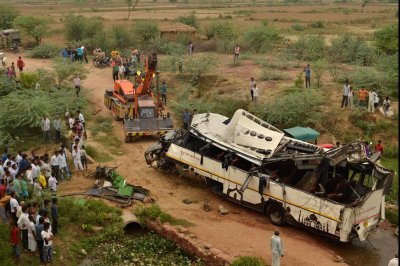 29 dead in India after bus plunges into ditch