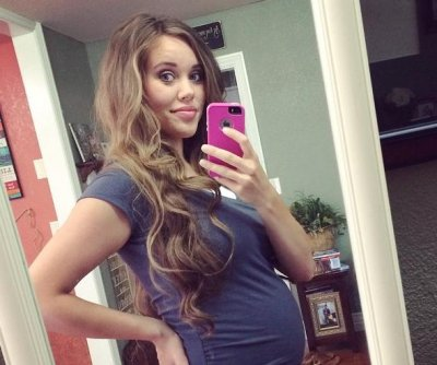 Jessa Duggar posts baby bump selfie at 22 weeks