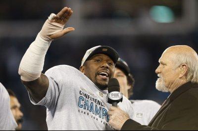 Carolina Panthers' Thomas Davis breaks arm in NFC Championship