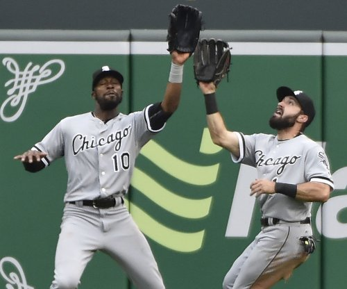 Chicago White Sox CF Adam Eaton removed after injury