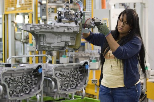 GM to keep Mich. plant open extra 7 months despite idling plans