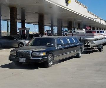 Limo pulling 24-foot boat gets Texas man riled up in viral video