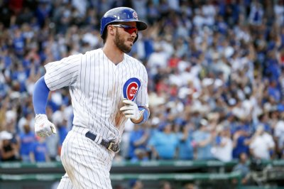 Chicago Cubs third baseman Kris Bryant leaves game in first with left hand injury