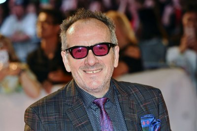 Elvis Costello battling cancer, cancels European concerts