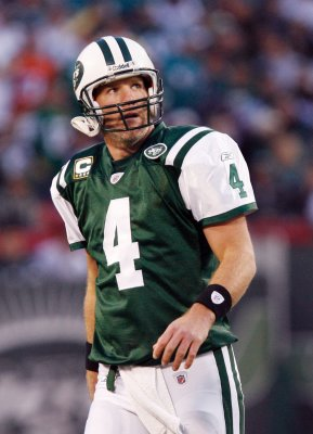 Favre says he's thinking about playing