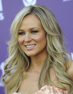 Jewel to be a judge on 'The Sing-Off'
