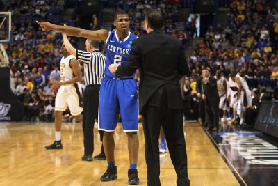 No. 1 Kentucky edges Vanderbilt