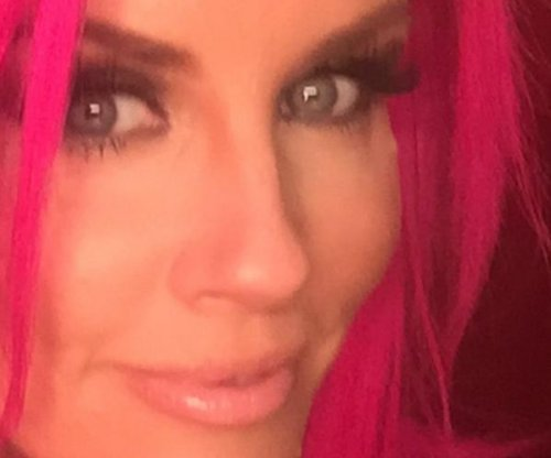 Jenny McCarthy shows off hot-pink hair on 'Today'