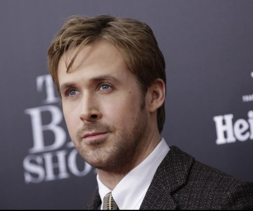 Watch Ryan Gosling crack up during 'Saturday Night Live' sketch