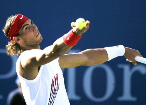 Nadal, Federer advance in Paris tournament