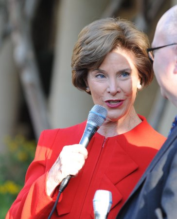 Laura Bush: First gentleman should 'stand back and be quiet'