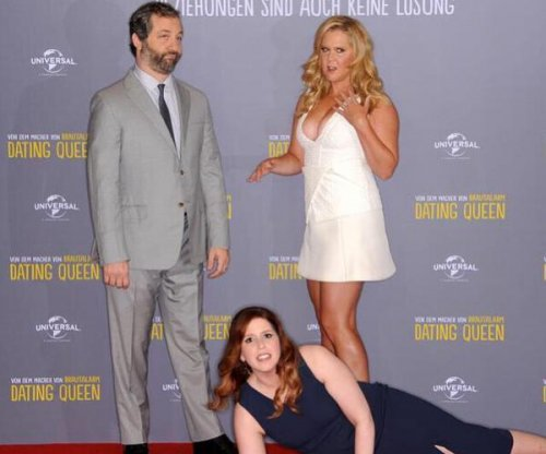 Amy Schumer recreates her Kimye red carpet fall