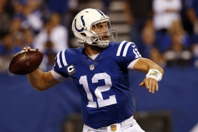 Indianapolis Colts hold off Green Bay Packers