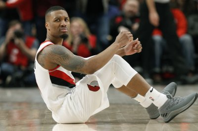 Blazers' Damian Lillard smashes dunk in Paul Millsap's face