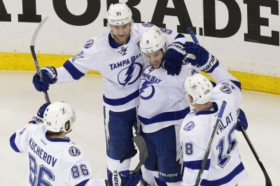 Tyler Johnson's quick strikes lift Tampa Bay Lightning past Chicago Blackhawks