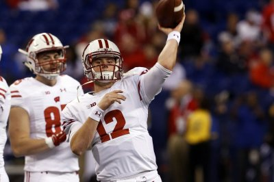 Wisconsin QB Alex Hornibrook cleared from concussion protocol