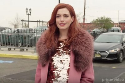 Tina Fey, Anne Hathaway navigate 'Modern Love' in new trailer