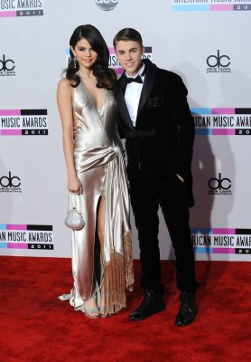Justin Bieber and Selena Gomez kiss and make up
