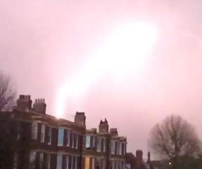 Lightning strike on airplane over London caught on camera