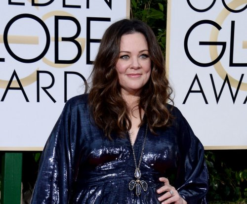 "Melissa McCarthy has fun returning to ""Gilmore Girls"" roots"