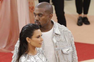 Kanye West debuts floating stage on 'Saint Pablo' tour