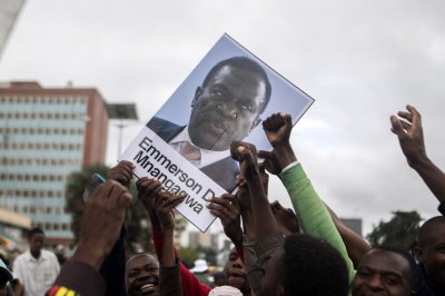 Mnangagwa returning to Zimbabwe to take over presidency
