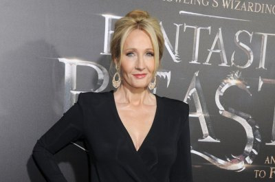 J. K. Rowling addresses Johnny Depp casting in 'Fantastic Beasts 2'
