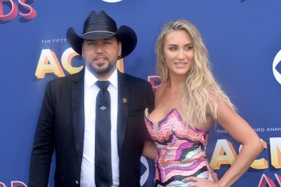 Jason Aldean introduces newborn daughter Navy Rome