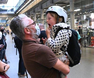 British travelers rush to return home to avoid COVID-19 quarantine