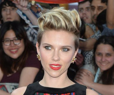 Scarlett Johansson wows in pantsuit at 'Avengers' premiere