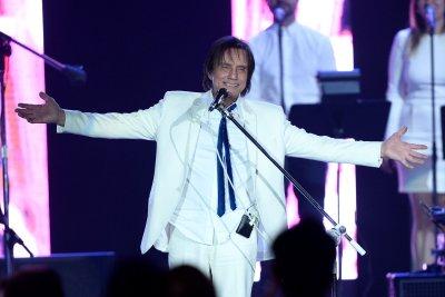 Latin Grammys pay tribute to Brazilian Roberto Carlos ahead of awards