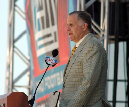 Former NFL commissioner Paul Tagliabue troubled by Donald Trump's comments