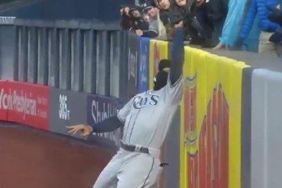 Rays' Carlos Gomez robs go-ahead homer from Yankees' Tyler Wade