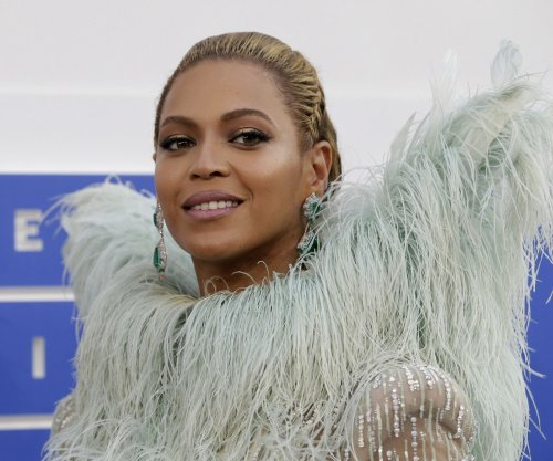 Beyonce, Solange fall onstage at Coachella