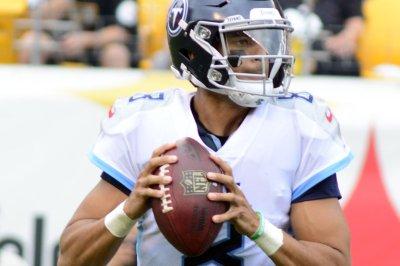 Tennessee Titans continue hold on Jacksonville Jaguars