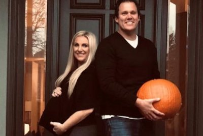 'Bachelor' alum Bob Guiney announces son's birth