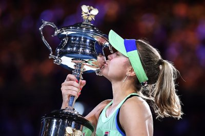 Australian Open expected to start Feb. 8, include fans