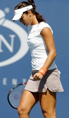 Dushevina rips Hradecka in Istanbul final
