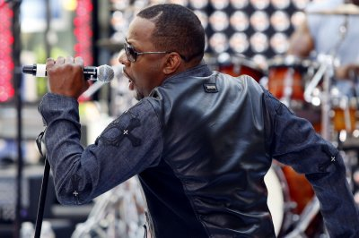 Bobby Brown cancels gig due to surgery