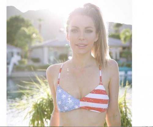 Crystal Hefner shares photo after removing breast implants