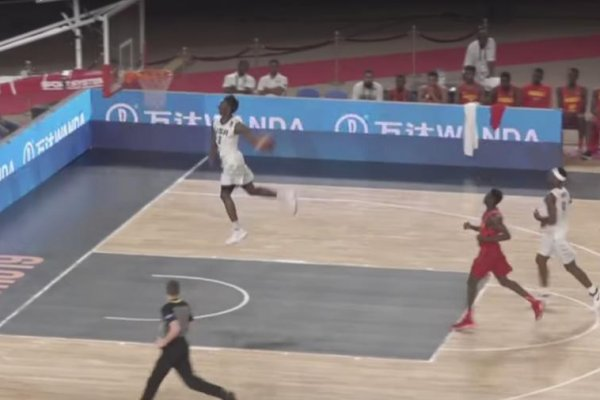 Kentuckys-hamidou-diallo-throws-down-windmill-in-egypt