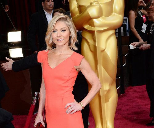 Kelly Ripa reacts to Justin Bieber's crush, calls it 'a cry for help'
