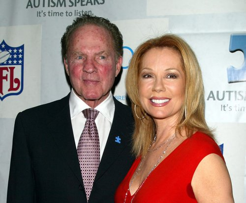 Kathie Lee Gifford honors husband Frank at hall of fame ceremony