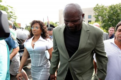 Wife of Lawrence Taylor arrested for battery on him