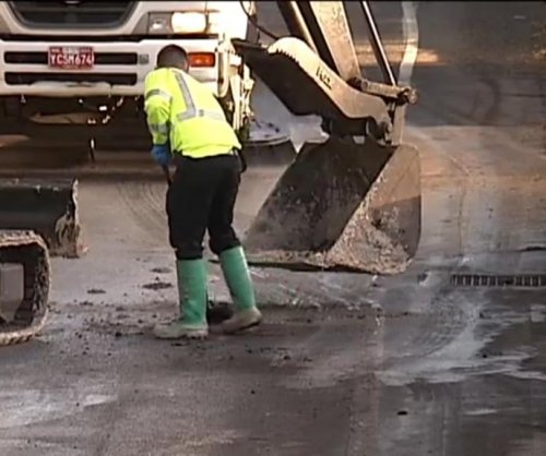 Oregon crews deal with sticky mess after glue truck crash