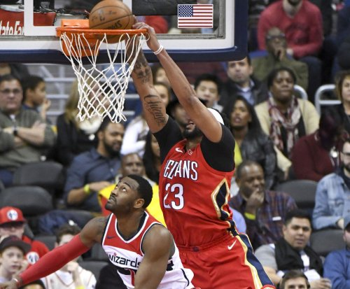 Pelicans' Anthony Davis shows off quick handles in training session
