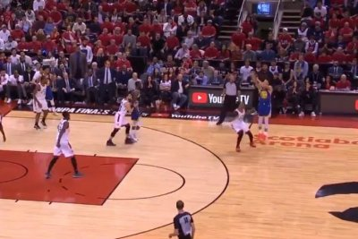Golden State Warriors' Stephen Curry hits ridiculous three after backpedaling