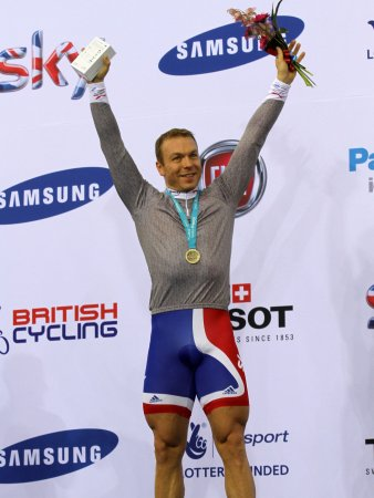 Cyclist Hoy to carry Great Britain flag