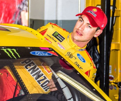 Joey Logano edges Ryan Blaney for Phoenix pole