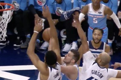 Timberwolves' Taj Gibson tries to block shot with shoe